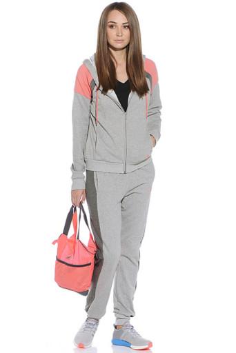 27aea8a2ce1a Серый спортивный костюм подойдет как мужчине, женщине, так и ребенку,  поклоннику одежды умеренного дизайна и ценителю оригинальных образов.