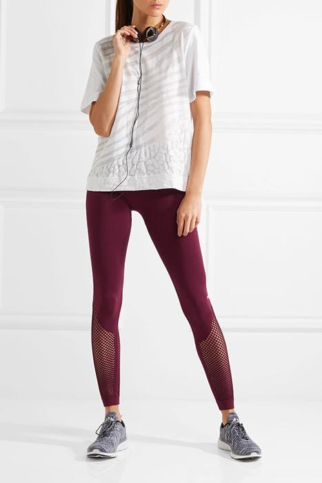 a035dd4b7483b Всеми перечисленными качествами отличаются женские легинсы для фитнеса,  поэтому этот вид одежды является наиболее популярным. Облегающие штанины не  создают ...