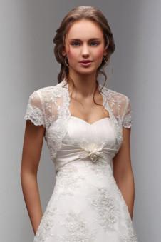 b1fc1217a203a76 Свадебное болеро – это не одноразовая одежда. Носить эту деталь гардероба  можно будет и после замужества. Оно сможет дополнить элегантный вечерний  наряд, ...