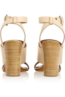 1ce5172d2276 Бежевые босоножки на каблуке: 7 доводов в пользу