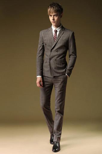 Силуэт мужчины в костюме