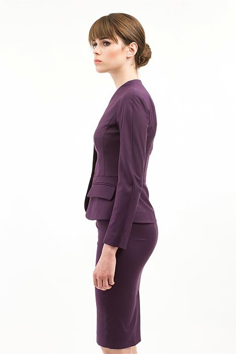 f915320d3ebb Для работы можно приобрести классический юбочный костюм, который состоит из  прямой или зауженной юбки и жакета. В зависимости типа фигуры, жакет  выбирайте ...
