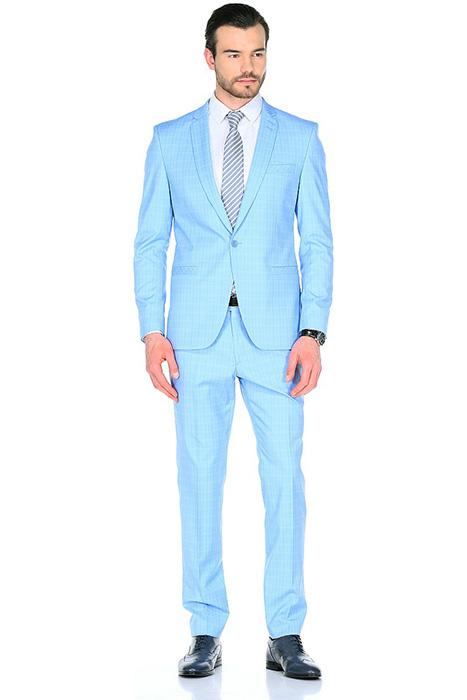 7cbe33383 Голубой цвет имеет много разных оттенков, при выборе одежды этого цвета  нужно учитывать цветотип своей внешности. Вот несколько полезных  рекомендаций: