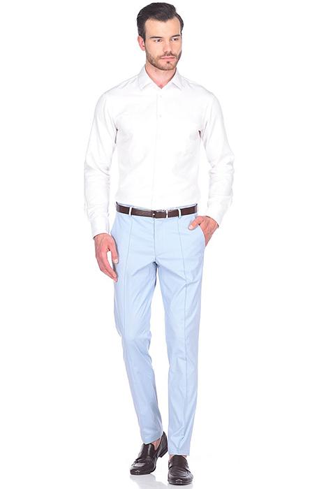ea91831dc3e Такие модели пользуются популярностью у стройных мужчин. Зауженные брюки  помогают визуально удлинить ноги и сделать фигуру более привлекательной.