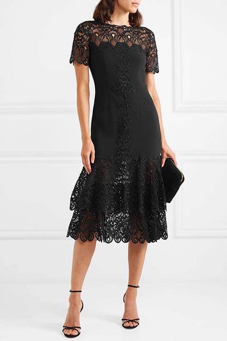 5ec2bb4ef47 Кружевное платье может стать основой базового гардероба бизнес-леди. Не  забудем о том
