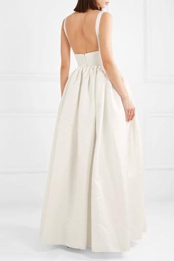 3e218eae952 Свадебные платья из атласа получаются элегантными и нарядными даже при  отсутствии богатого декора.