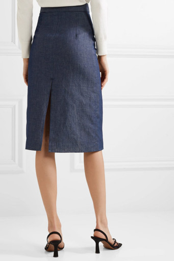 e767c6b5d0f Модные фасоны джинсовых юбок миди не ограничиваются прямыми и  расклешенными. В моде – приталенные